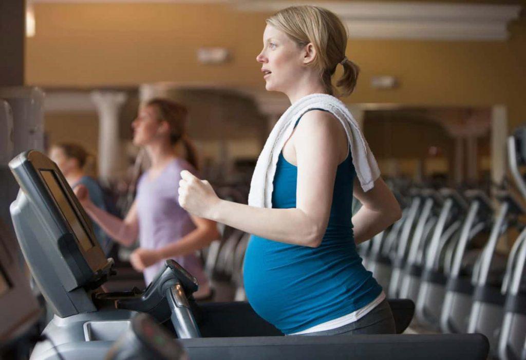 Can a Pregnant Woman Run On a Treadmill
